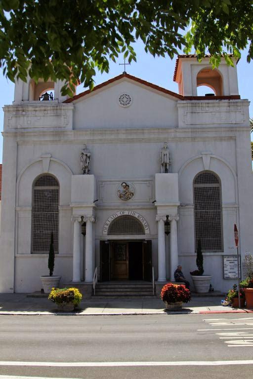 Сан-Диего. Маленькая Италия (Little Italy). Католическая церковь Our Lady of the Rosary Catholic
