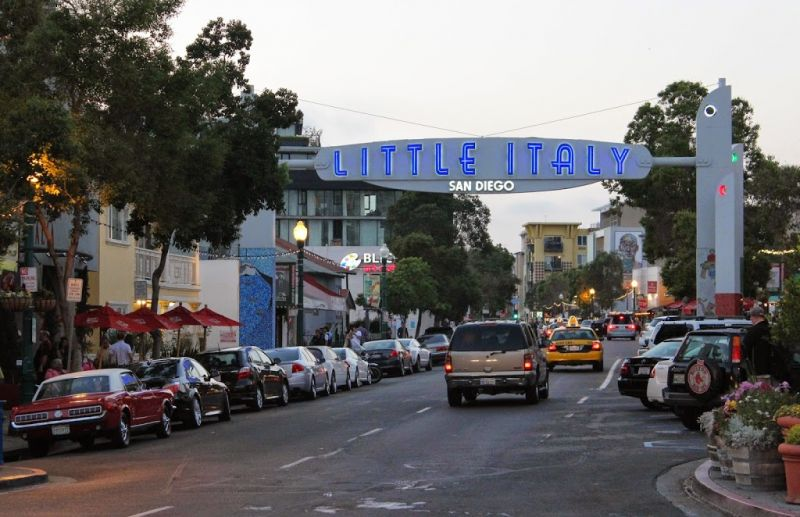 Сан-Диего. Знак Little Italy (Маленькая Италия)