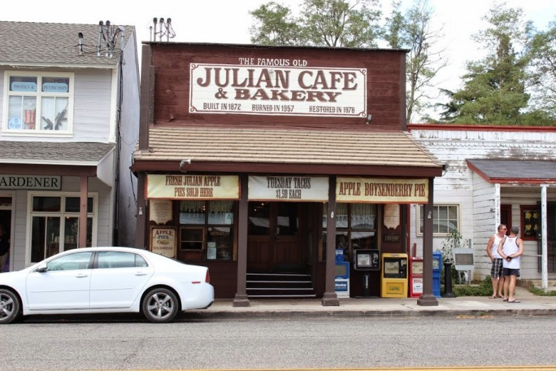 Джулиан (Julian). Яблочно-пироговое кафе