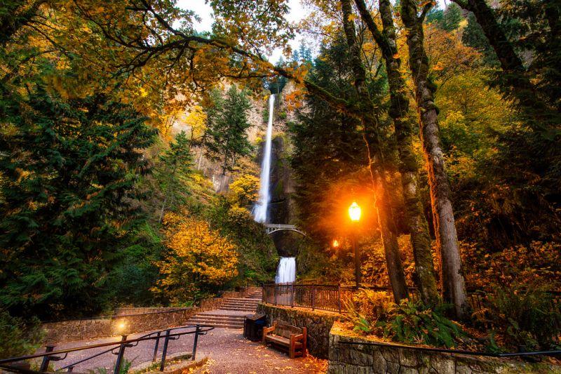 Орегон. Водопад Малтнома (Multnomah Falls). Осень