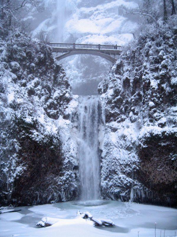 Орегон. Водопад Малтнома (Multnomah Falls). Зима