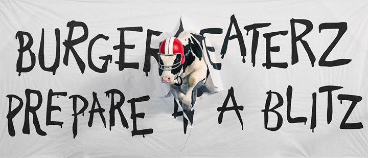 Креативная реклама. Eat Mor Chikin Cowz. Football cow
