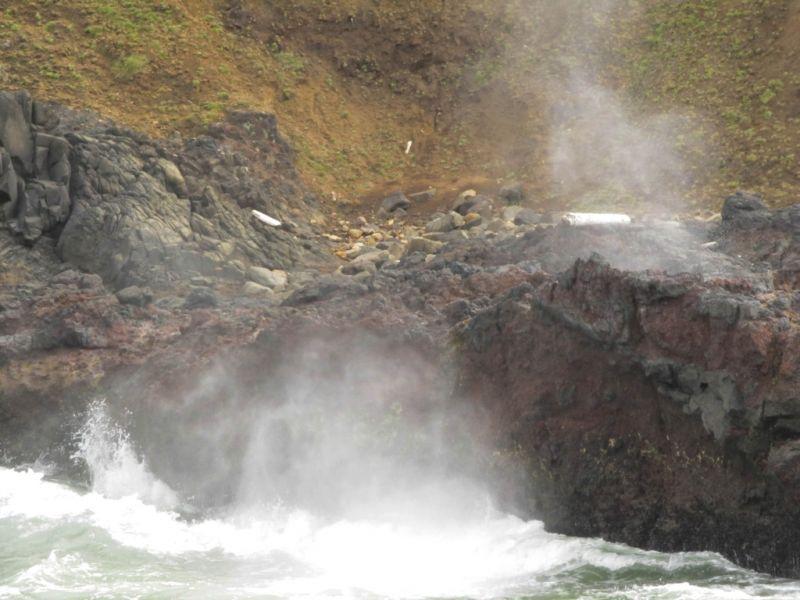 Орегон. Мыс Перпетуа. Паровые струи и брызги Spouting Horn