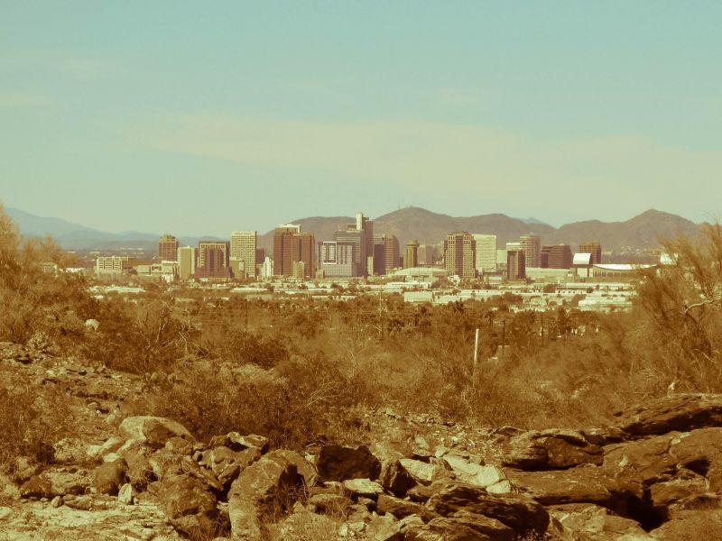 Аризона. Вид на центр города Феникс с окраин