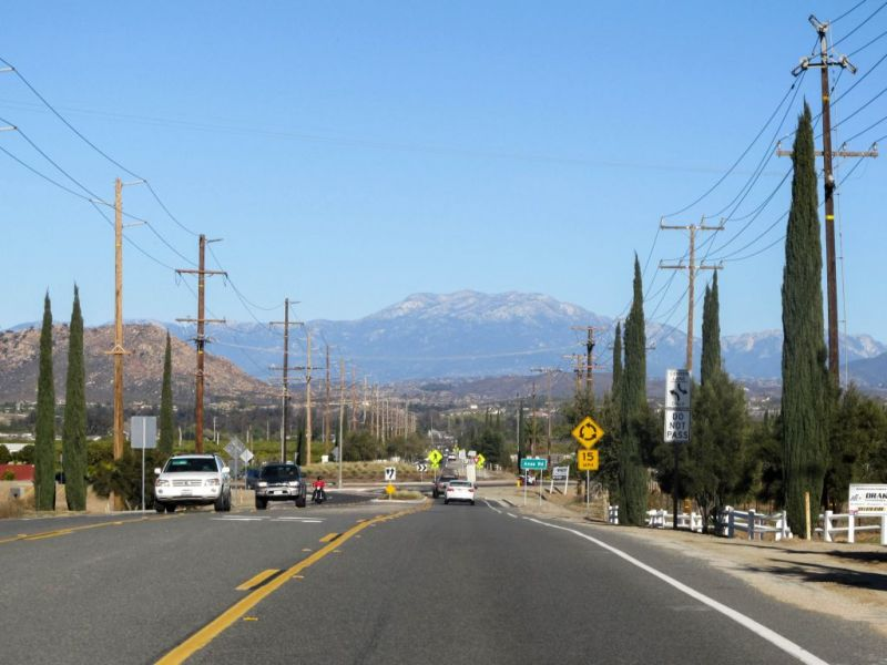 Rancho California Rd. Дорога в Temecula Valley