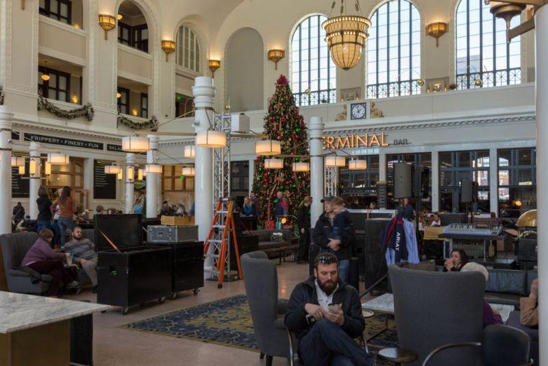 Денвер. Union Station. Подготовка к новогодней вечеринке