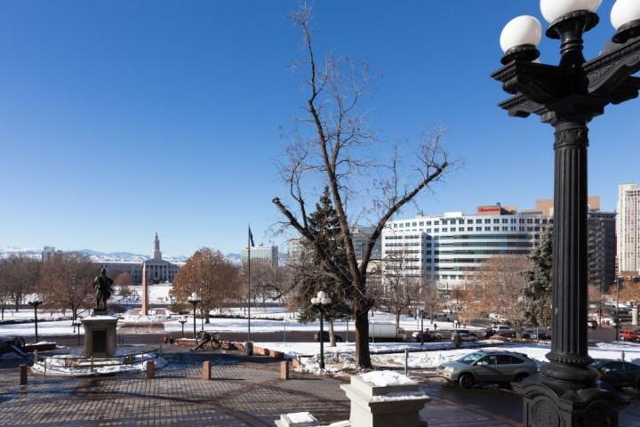 Денвер. Civic Center Park. Вид от дверей Капитолия