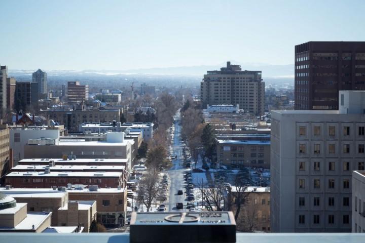 Вид на одну из улиц Денвера со смотровой площадки Капитолия