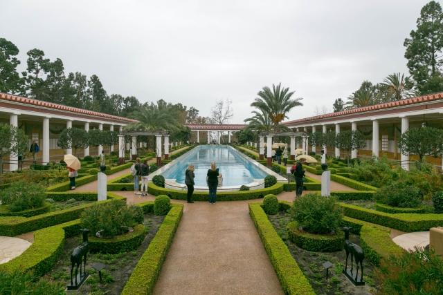 Лос-Анджелес Достопримечательности Вилла Гетти (Getty Villa) Внешний перистиль