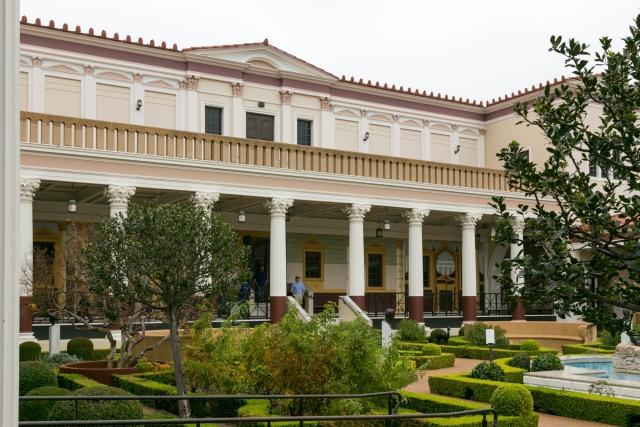 Южная Калифорния Достопримечательности Вилла Гетти (Getty Villa) Южный вход