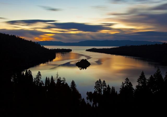 Озеро Тахо (Lake Tahoe). Emerald bay на рассвете