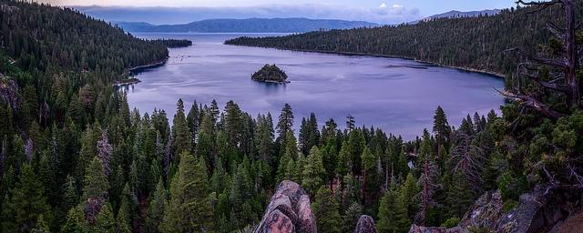 Озеро Тахо (Lake Tahoe) Emerald bay. Изумрудная бухта в сумерках