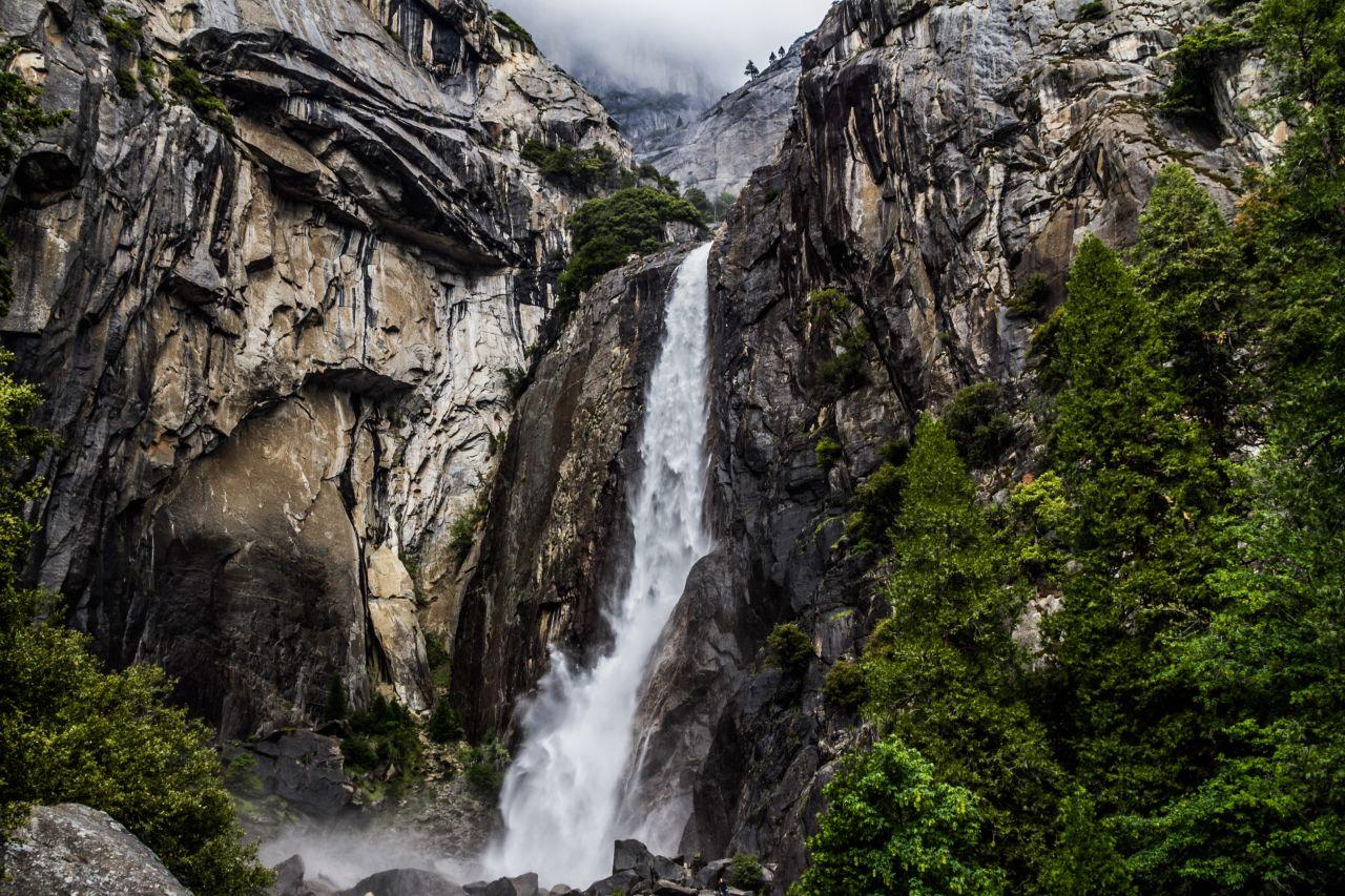 Йосемити парк. Водопад Йосемити. Нижний каскад