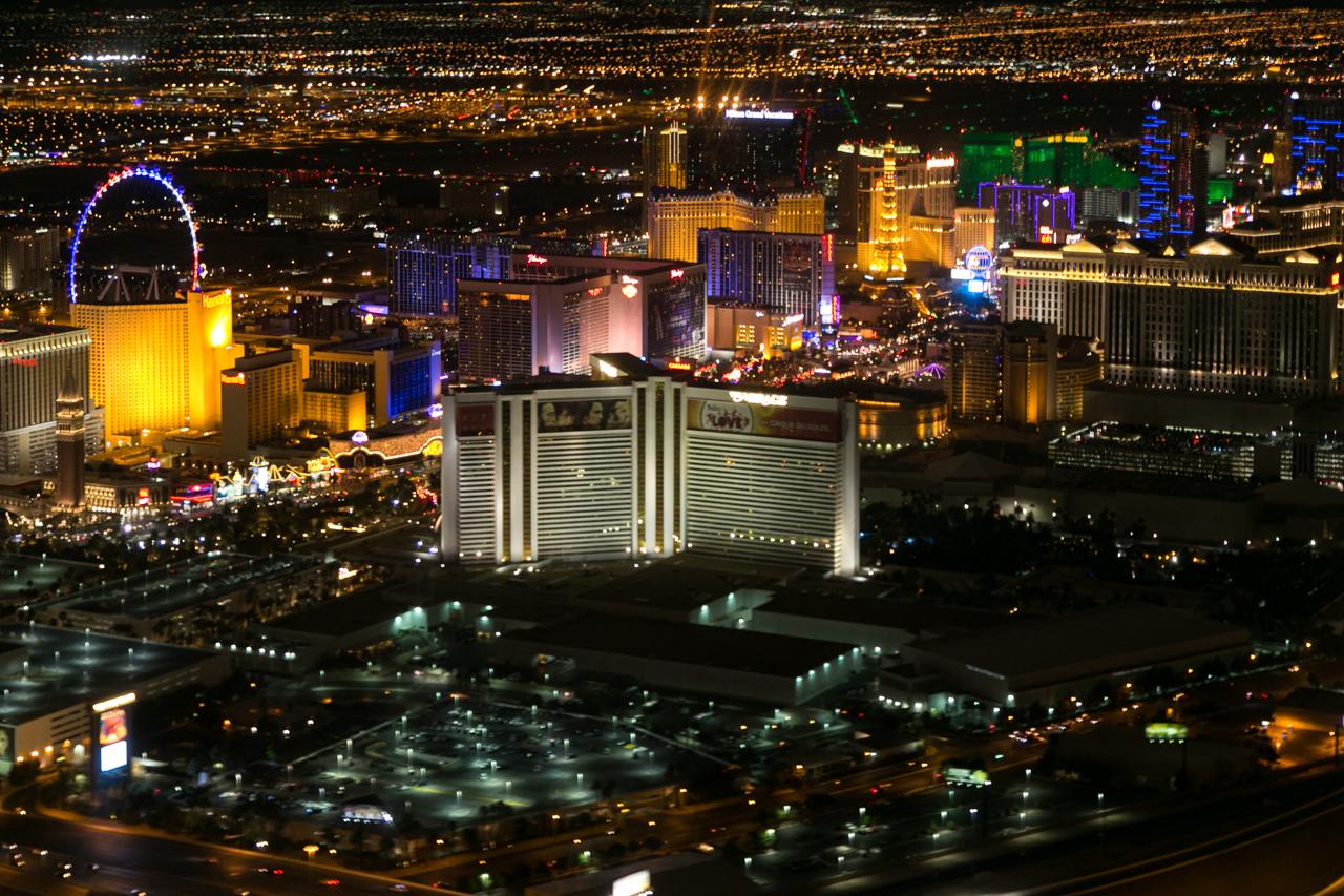 Ночной Лас-Вегас сверху. Вертолетная прогулка