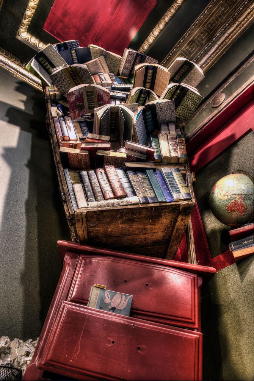 Лос-Анджелес Достопримечательности Последний книжный магазин Арт-инсталляция из книг