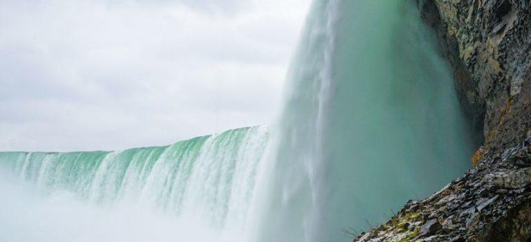 Ниагарский водопад – бушующий монстр на границе двух стран