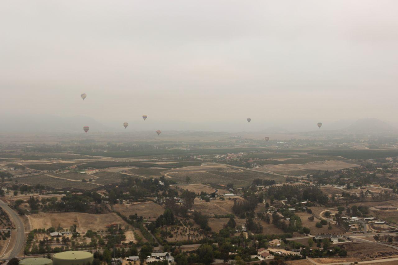 Долина Темекулы. Воздушные шары в небе